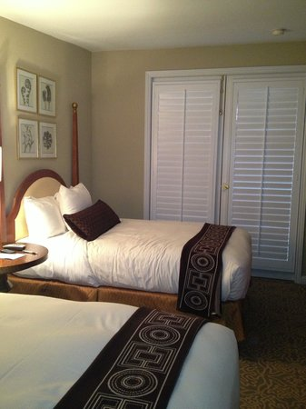 Mosaic Hotel Beverly Hills: Excellent service, comfortable beds, attention to detail and a peaceful retreat within walking d