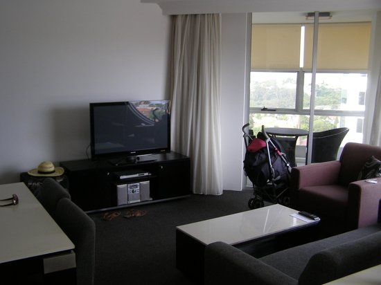 Meriton Serviced Apartments Bondi Junction:                                     Lounge / balcony 1 br apartment