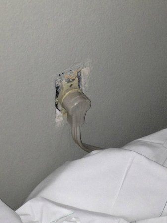 BLVD Hotel &amp; Suites:                   unsafe light sockets