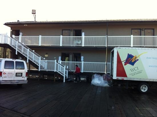 Florence, OR:                   flooring/remodel on river side currently. avoid like the plague until its done