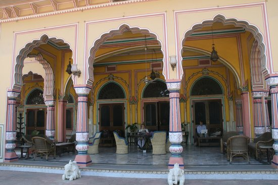 Narain Niwas Palace:                   The entrance terrace where the wifi can be used