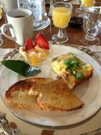 Cinnamon Bear Creekside Inn:                   Breakfast Morning 1 (A portugese breakfast!!)