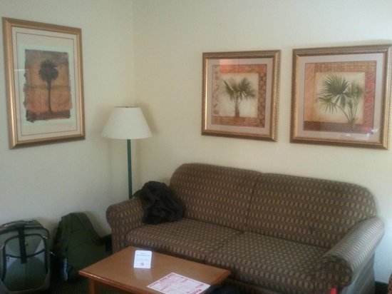 Holiday Inn Express Miami-Hialeah (Miami Lakes):                   Living room in the bedroom