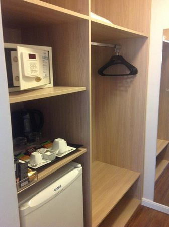 Mercure Sao Paulo Alamedas:                   Safe, minibar and dressing