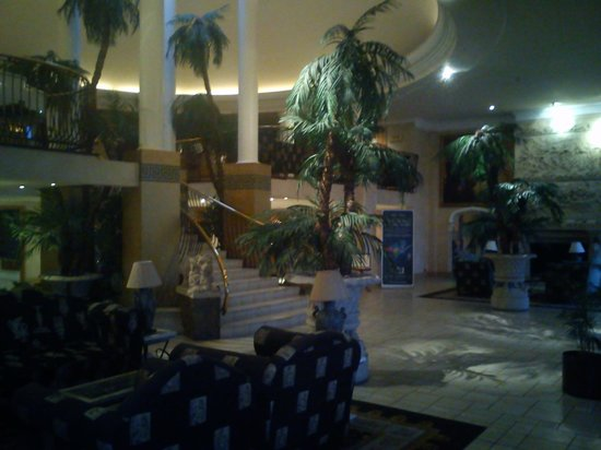 Tall Trees Hotel:                   Foyer