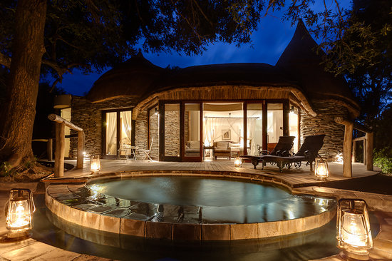 Manyeleti Game Reserve,  : Plunge pool outside Explorer suite