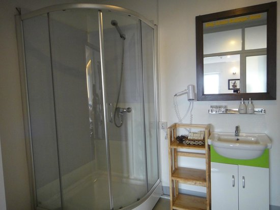 King Grand Boutique Hotel:                   bathroom