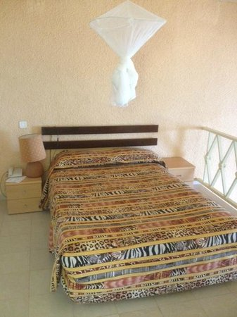 Hotel Ngor:                   bed