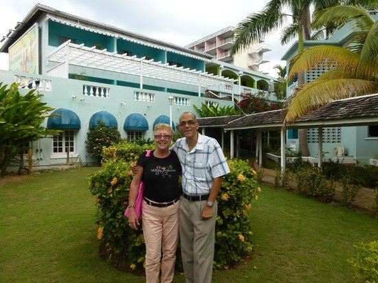 Doctors Cave Beach Hotel:                   Saying goodbye to Ted, hotel manager