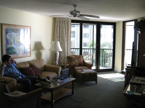 Pointe Estero Beach Resort:                   living room