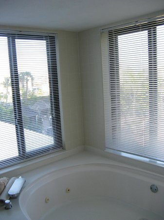 Pointe Estero Beach Resort:                   whirlpool tub