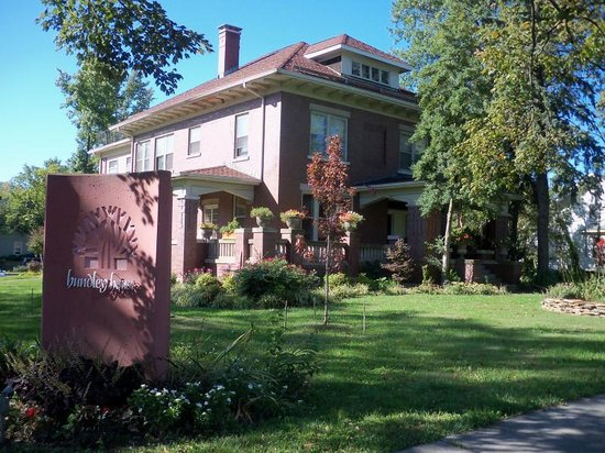 Hundley House Bed and Breakfast