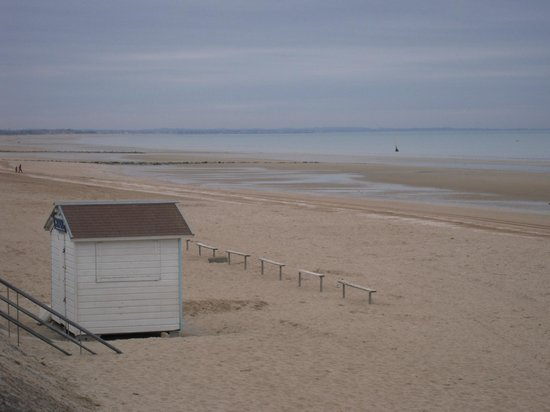 une vue mer photo de h tel les bains de cabourg cabourg tripadvisor. Black Bedroom Furniture Sets. Home Design Ideas