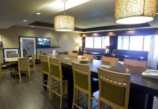 Hampton Inn Green Bay: Dining Area