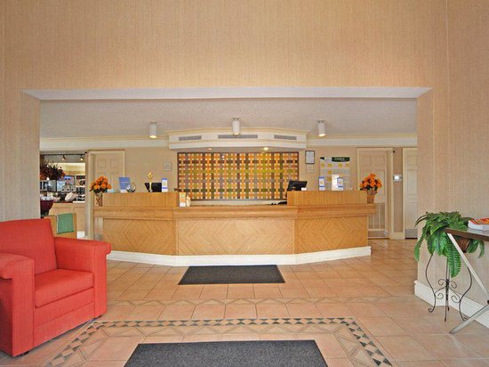 La Quinta Inn Denver Cherry Creek: Front Desk