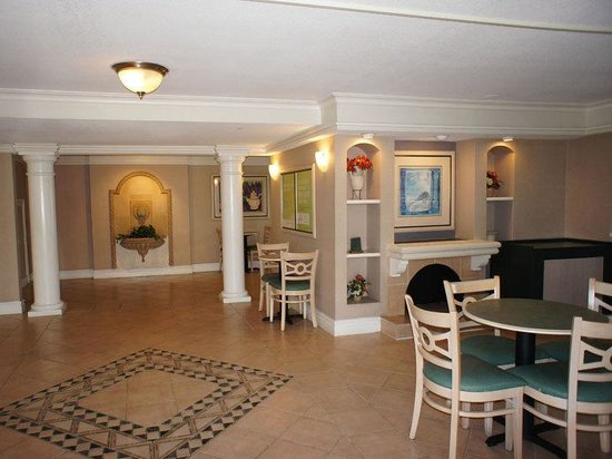 ‪‪La Quinta Inn Fort Myers Central‬: Lobby‬
