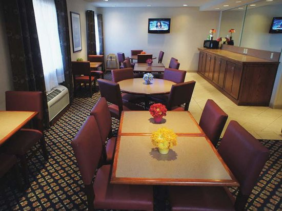 La Quinta Inn Oshkosh: Breakfast Area