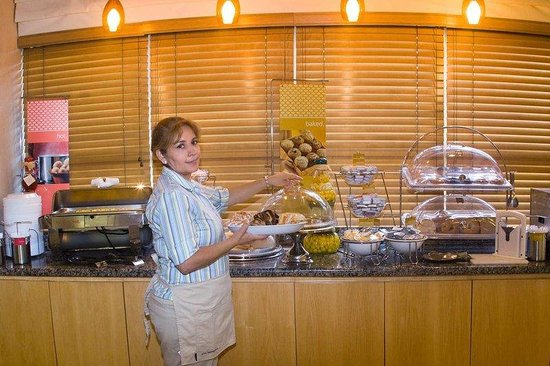 Hampton Inn Miami-Coconut Grove/Coral Gables: Breakfast Hostess