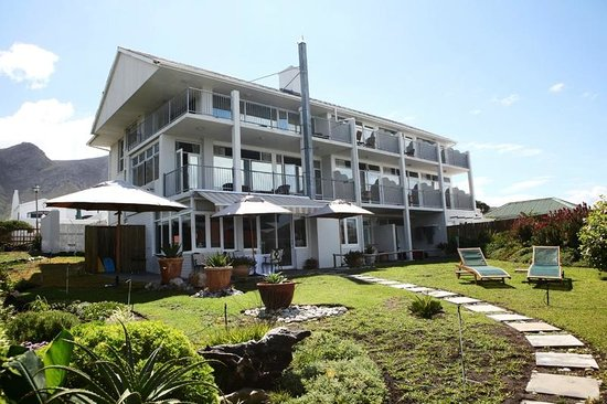 Hermanus Beach Villa:                                     The vila from the garden