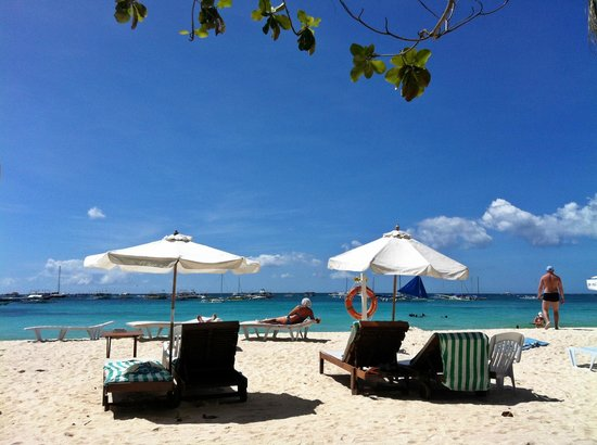 Surfside Boracay Resort &amp; Spa:                   The beach right in front of the cafe
