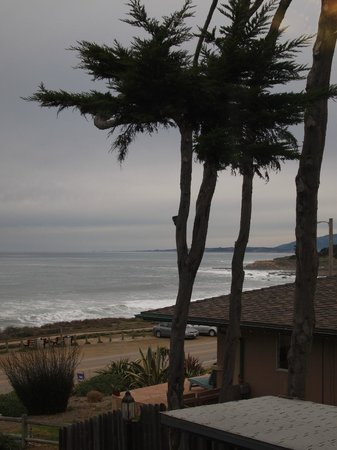 Sand Pebbles Inn :                   view from our patially oceanview room
