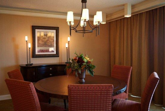 Doubletree by Hilton Seattle Airport: Suite Dining Area