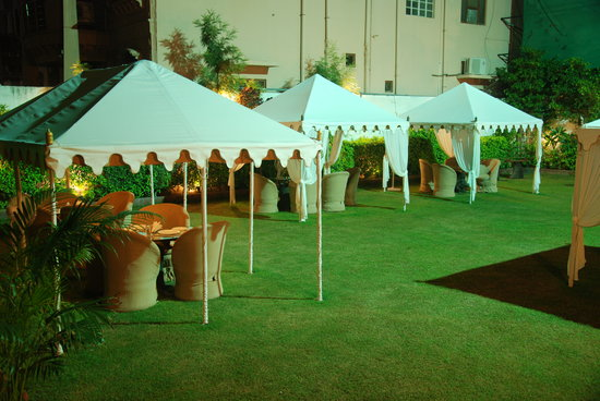 The Marwar Hotel &amp; Gardens: Garden Restaurant
