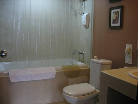 Baan Sukhumvit Inn Soi 20:                   Bathroom with tub and shower.