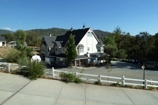Oakhurst, CA: Simply Fanciful