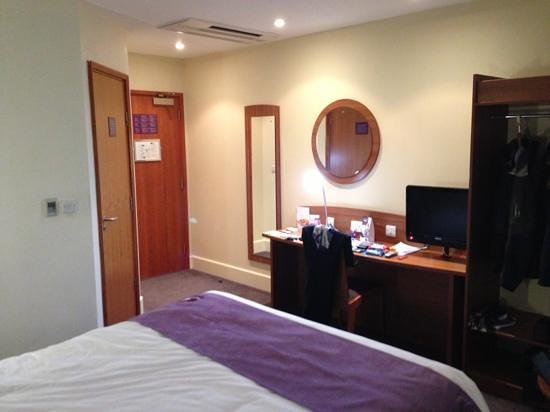 Premier Inn London City - Tower Hill:                                     Room again