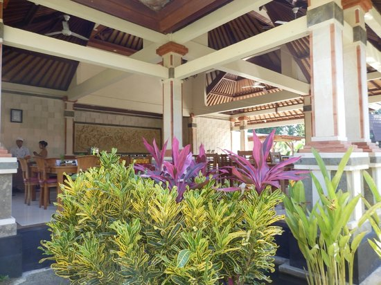 Rama Phala Resort &amp; Spa: The dining room seen from the pathway