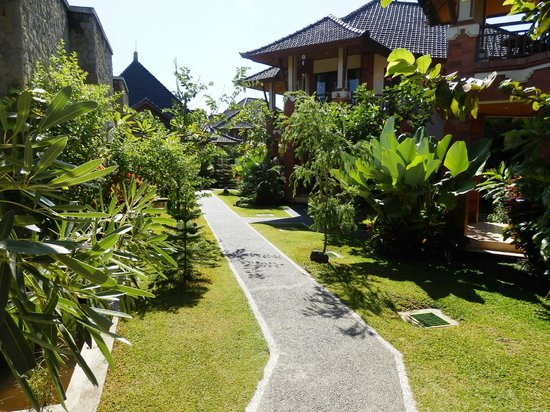 Rama Phala Resort & Spa: Part of the large nicely landscaped grounds