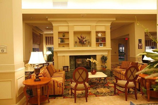 Hilton Garden Inn Edison/Raritan Center: Our Warm intimate lobby