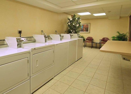 Homewood Suites Newark/Wilmington South: Guest Laundry Room