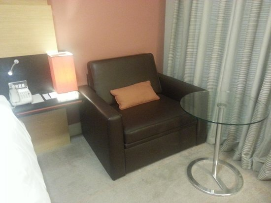 Hilton Manchester Airport: The chair.