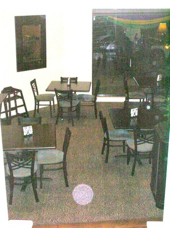 BEST WESTERN PLUS St. Charles Inn: eating area