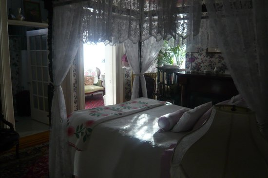 The Gables Bed and Breakfast:                                     uneautre chambre