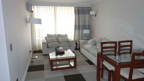 Plaza El Bosque Suites:                   Superior Quadruple - living room