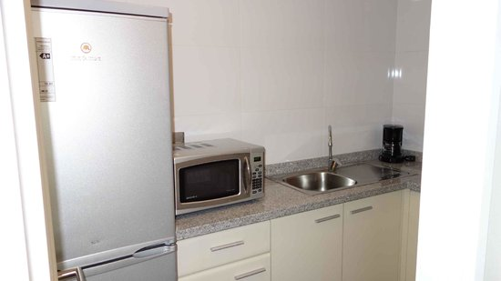 Plaza El Bosque Suites:                   Superior Quadruple - kitchen