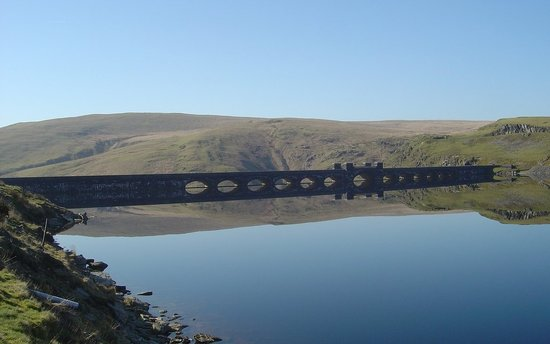 Brynhir Farm: The beautiful Elan Valley which is only 15 minutes from the farmhouse, and simply a must to visi