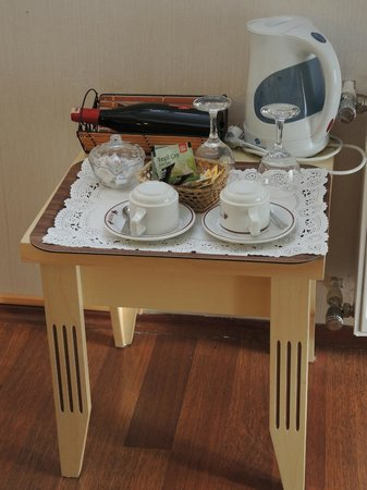 Angel's Home Hotel:                   kettle and tea bag