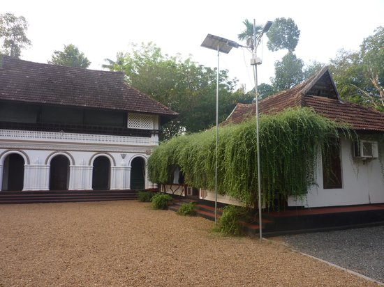 Tharavadu Heritage Home: The grounds of Tharavadu