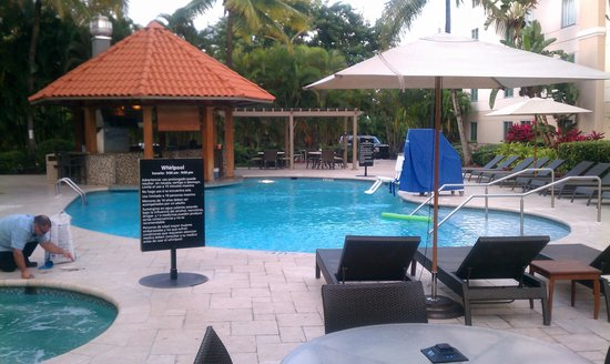 Hampton Inn & Suites San Juan:                   poolside