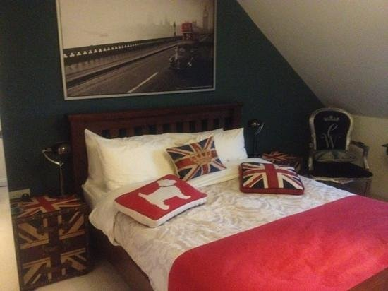 Pembroke Guest House:                   Beautifully decorated room