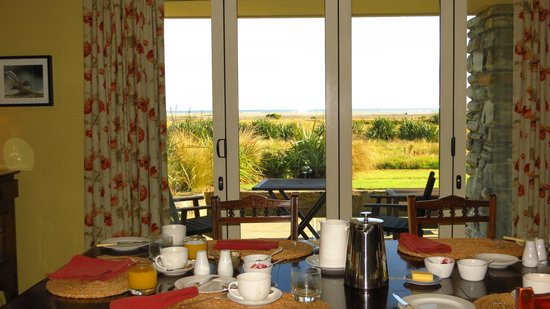 Haast, นิวซีแลนด์:                   Breakfast room overlooking the sea