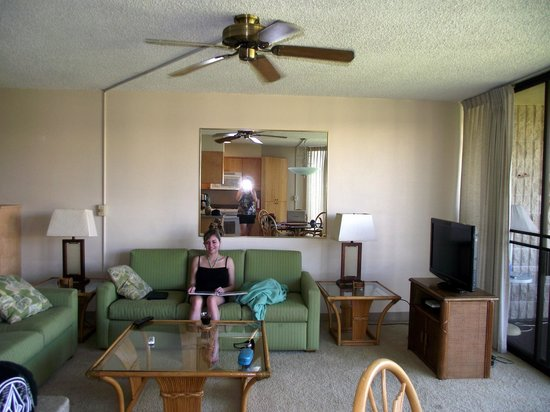 Maui Sunset Condos: Living room, comfy couch for napping