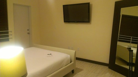 Tradewinds Apartment Hotel: HABITACION