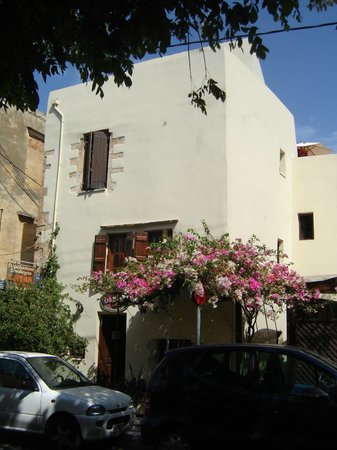 ONTAS Traditional Hotel: View from outside