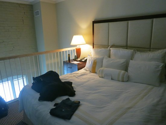 Wyndham Riverfront New Orleans:                   King Size Bed
