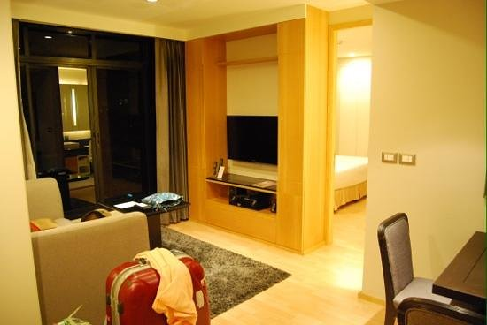 Centre Point Langsuan:                                     living room on 26th (top) floor